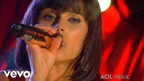 Nelly Furtado - Turn Off The Light (Live at the Roxy