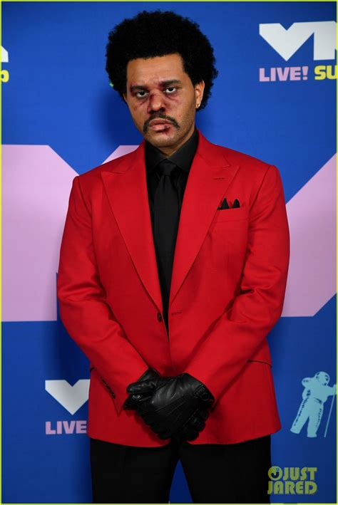 The Weeknd Opens MTV VMAs 2020 with 'Blinding Lights