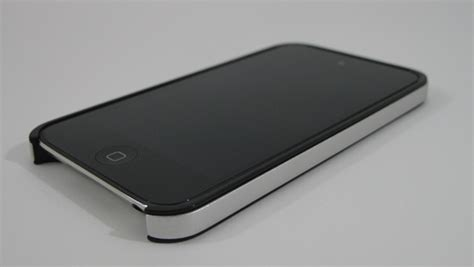 This Case Makes Your iPod Touch 4G Look Like An iPhone 4