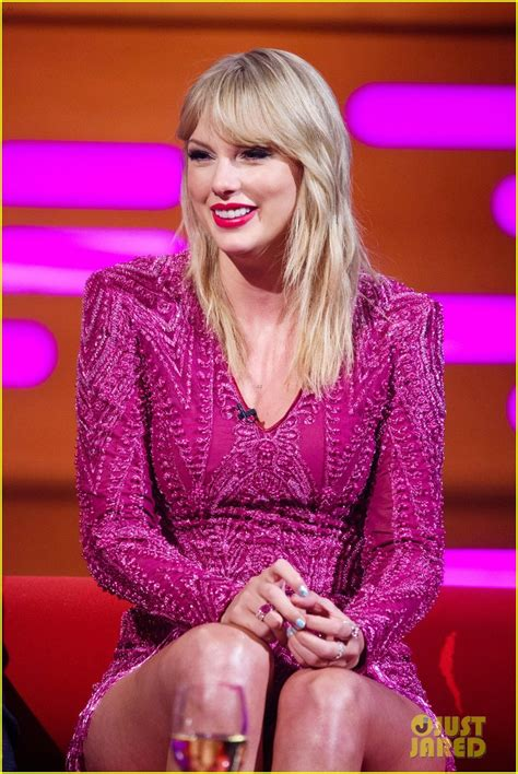 Taylor Swift Performs New Song 'ME!' on 'Graham Norton