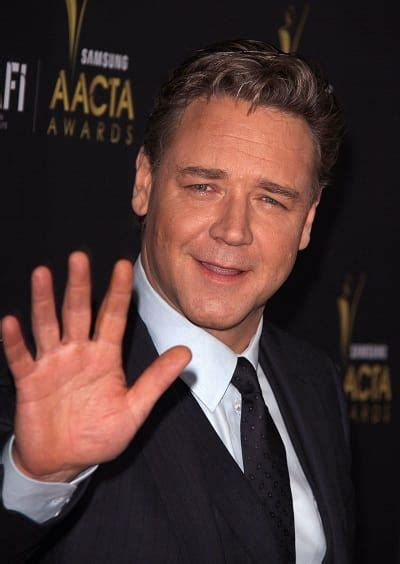 Russell Crowe Red Carpet Picture - Movie Fanatic