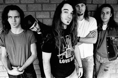Former Pearl Jam Drummer Dave Abbruzzese Wanted in Texas